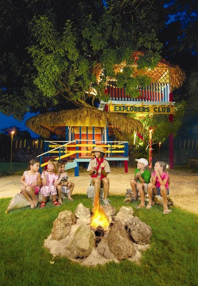 grass tree amusement park christmas decoration group park Resort