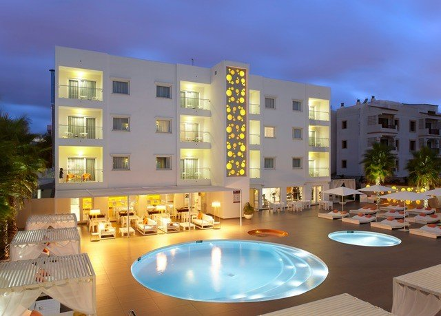 condominium property Resort swimming pool home plaza mansion apartment building