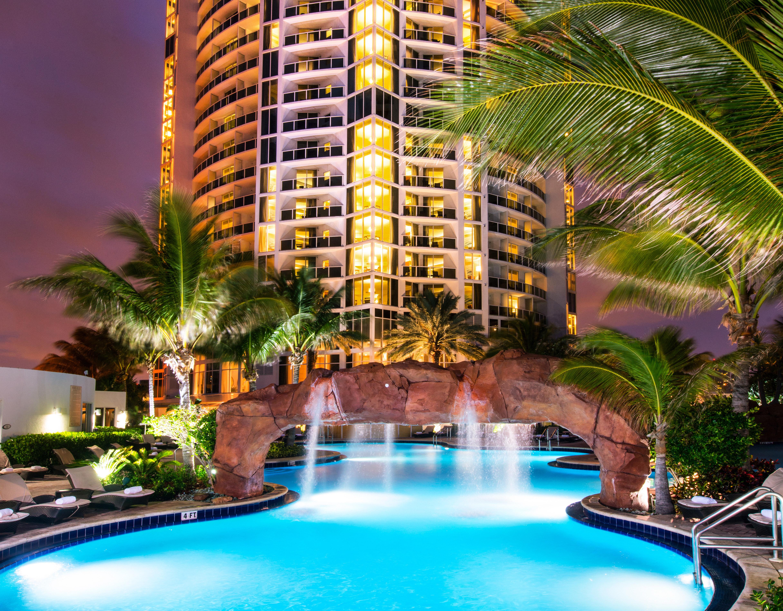 Resort building condominium swimming pool property leisure arecales