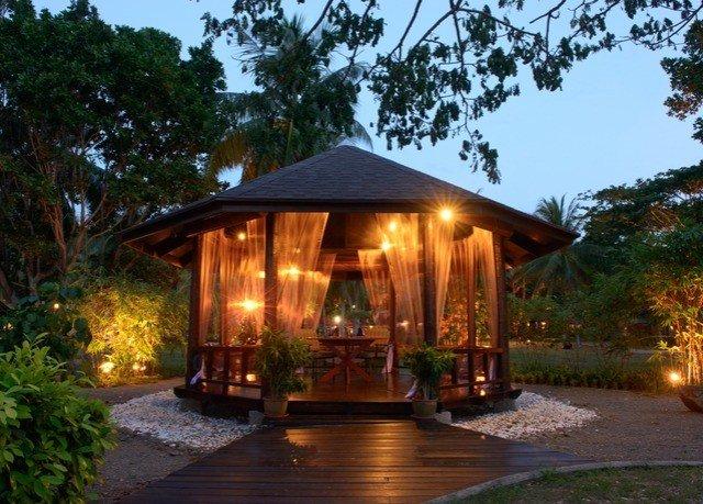 tree sky property gazebo Resort outdoor structure cottage pavilion eco hotel backyard landscape lighting