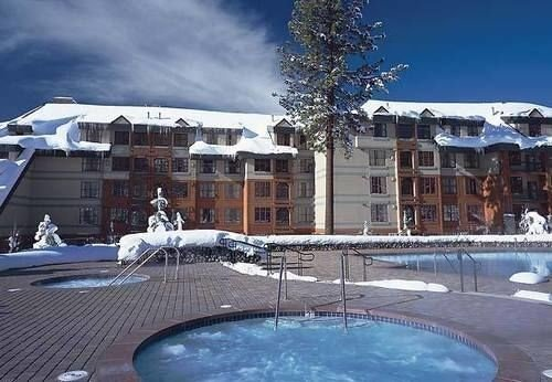 sky building Resort property swimming pool condominium marina bathtub ice rink