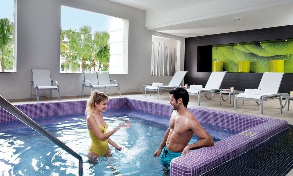 leisure swimming pool bathtub condominium Resort