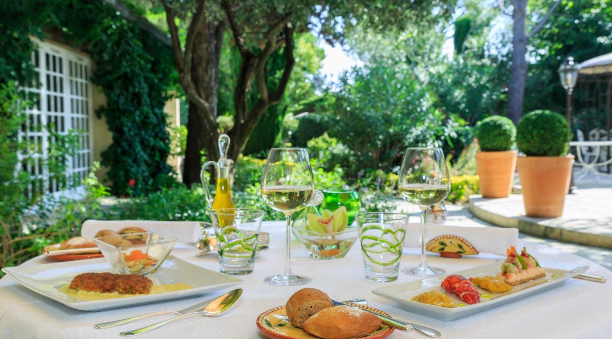 tree plate food restaurant Resort brunch buffet breakfast dinner dining table