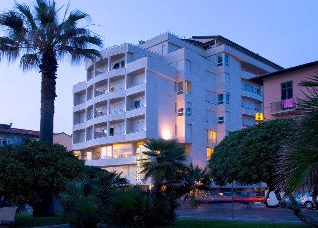 tree sky condominium property Resort building house home residential area neighbourhood