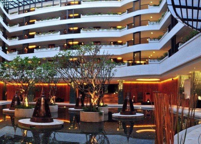 chair property Resort plaza condominium restaurant convention center