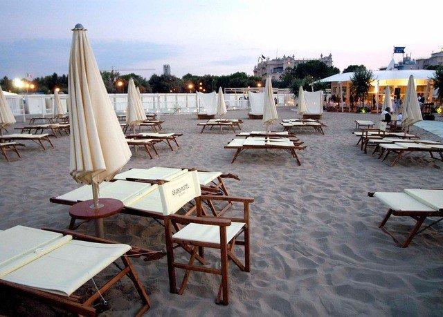 sky chair property marina dock Resort vehicle restaurant