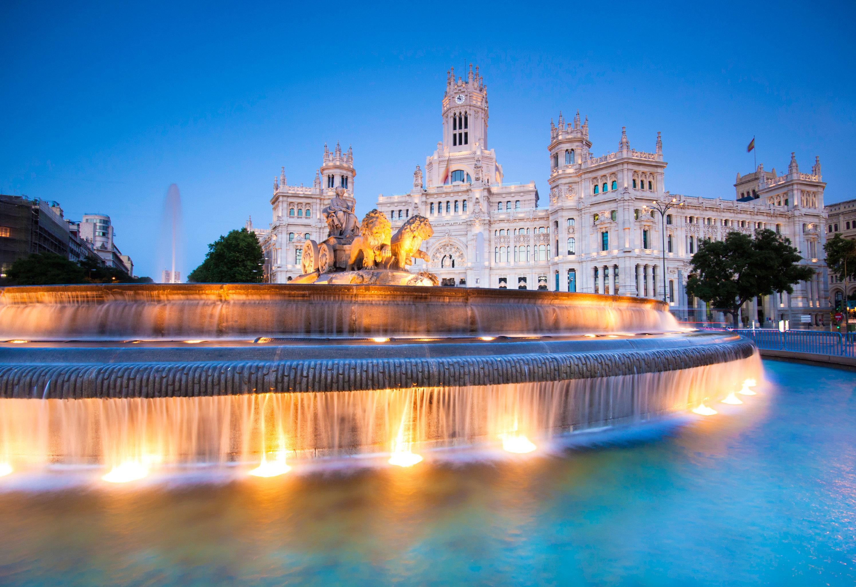 landmark fountain reflecting pool plaza water feature cityscape palace swimming pool Resort panorama