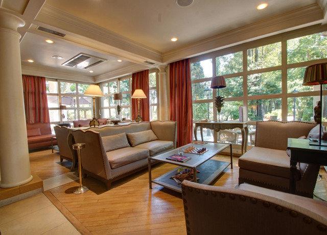 sofa property living room condominium home Resort cottage mansion hard