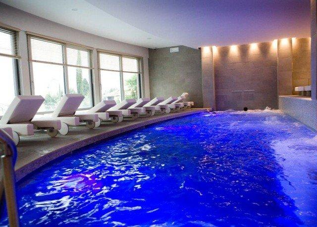 swimming pool property leisure centre jacuzzi Resort mansion condominium