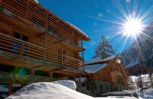 snow Resort hut log cabin cottage slope