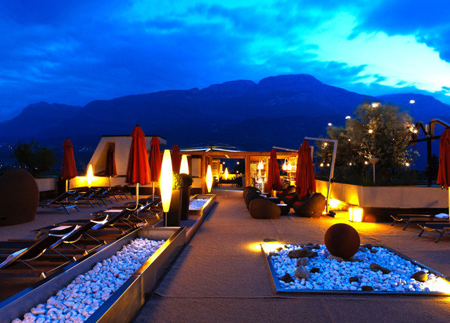 sky night light evening Resort screenshot dusk