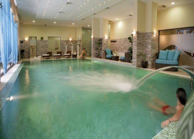 swimming pool property leisure jacuzzi leisure centre green thermae Resort