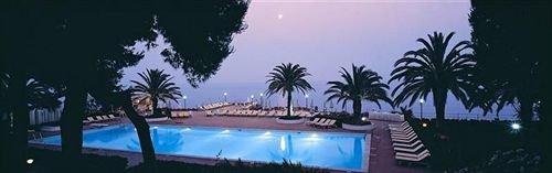 tree Resort palm shore swimming pool