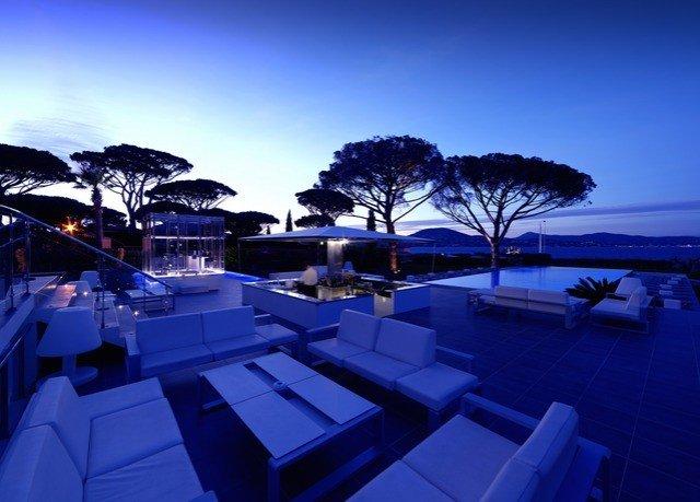 sky Resort swimming pool