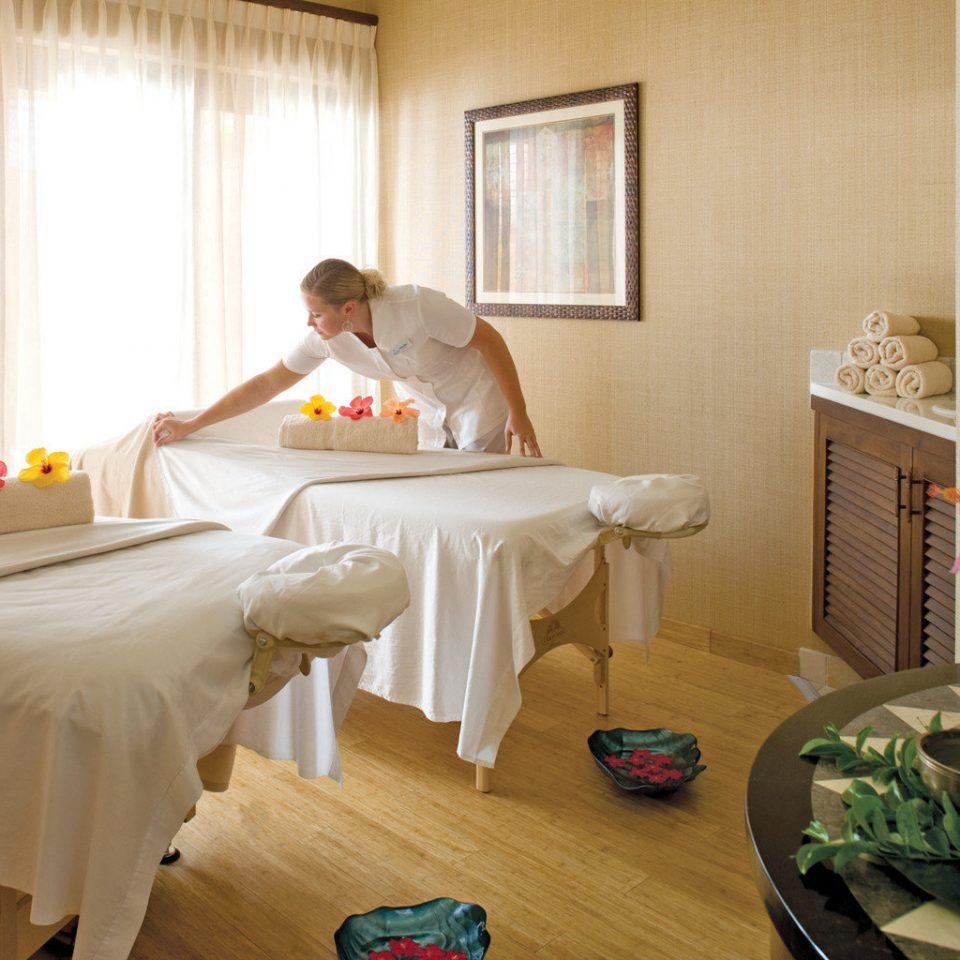 Resort Spa Wellness property Suite cottage home living room