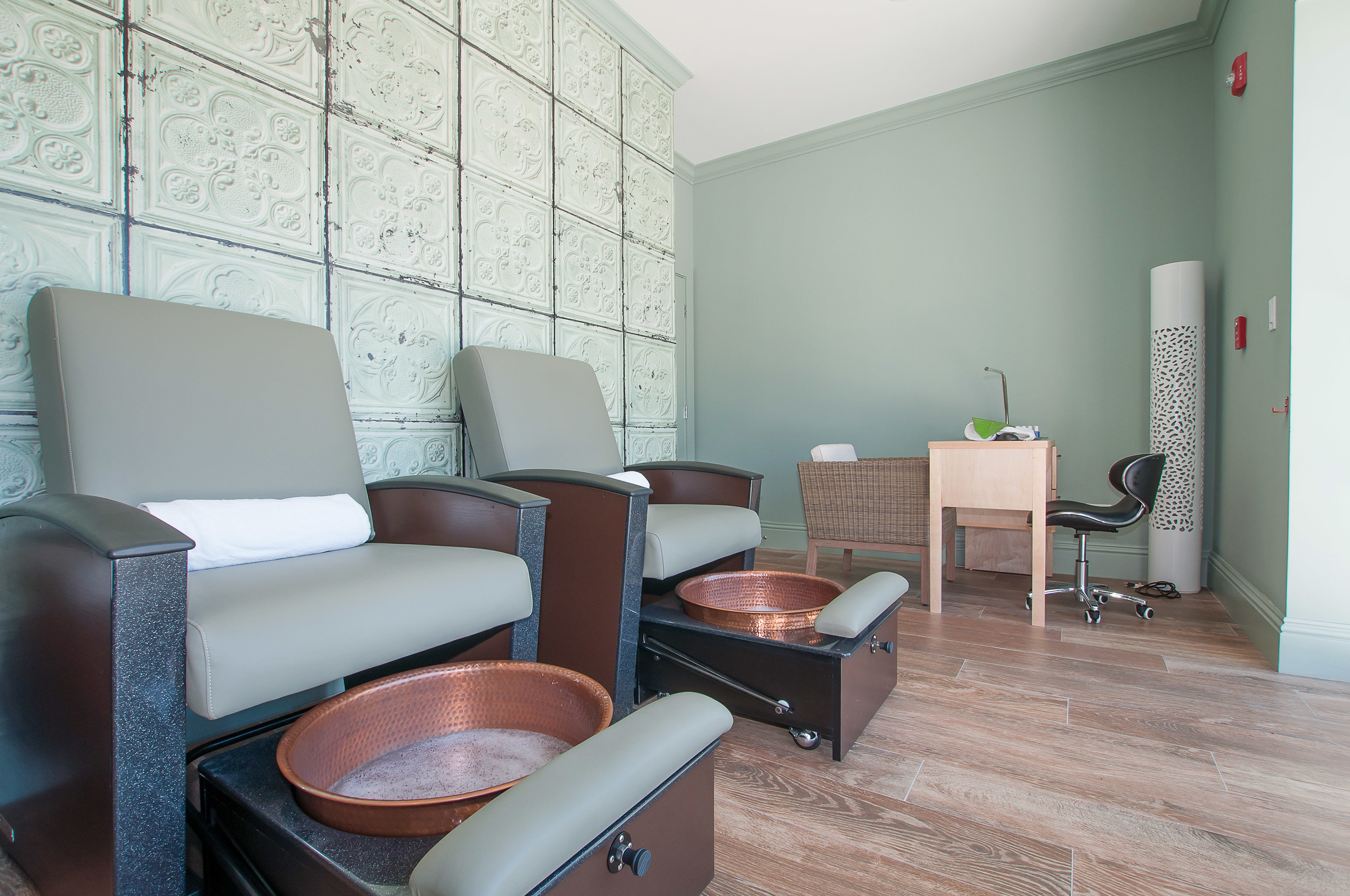 Resort Spa Wellness property chair building condominium living room home waiting room leather