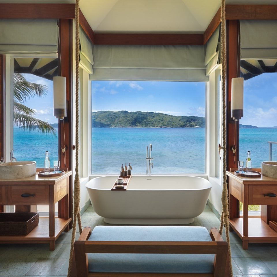 property house Suite home Villa cottage mansion living room condominium Resort bathroom