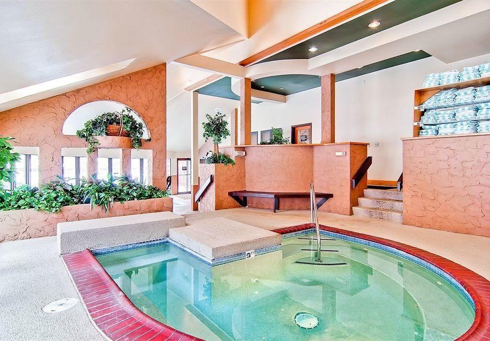 swimming pool property home Villa condominium mansion jacuzzi bathtub Suite Resort