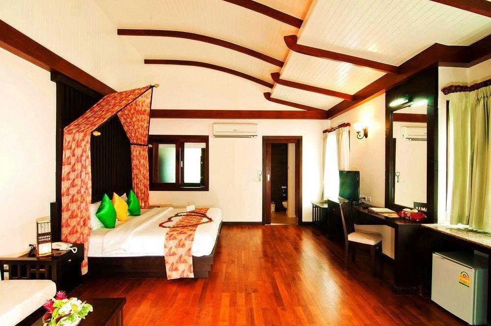 property living room home hardwood Suite cottage Villa recreation room farmhouse Resort billiard room hard flat