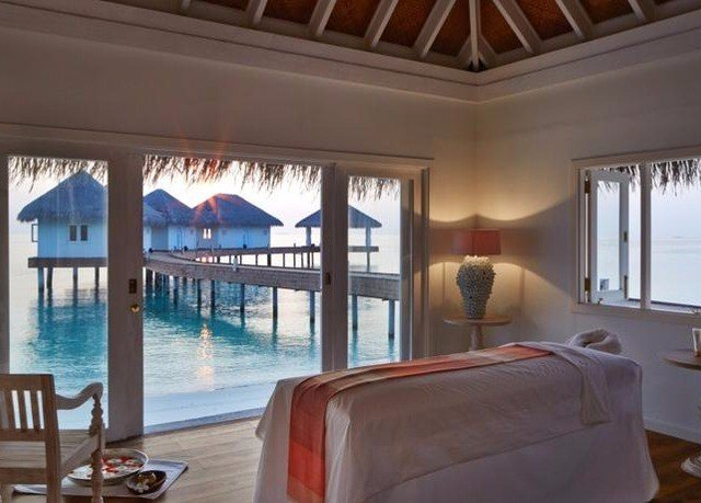 chair property Resort Villa home Suite mansion condominium cottage swimming pool overlooking