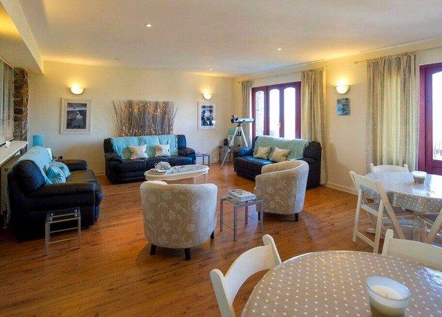 property chair Suite living room condominium Resort cottage Villa