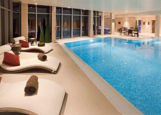 swimming pool property leisure jacuzzi condominium Villa Resort Suite