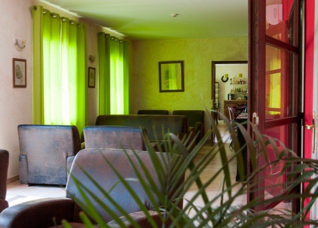 property condominium home Suite plant living room cottage hacienda Villa mansion Resort dining table