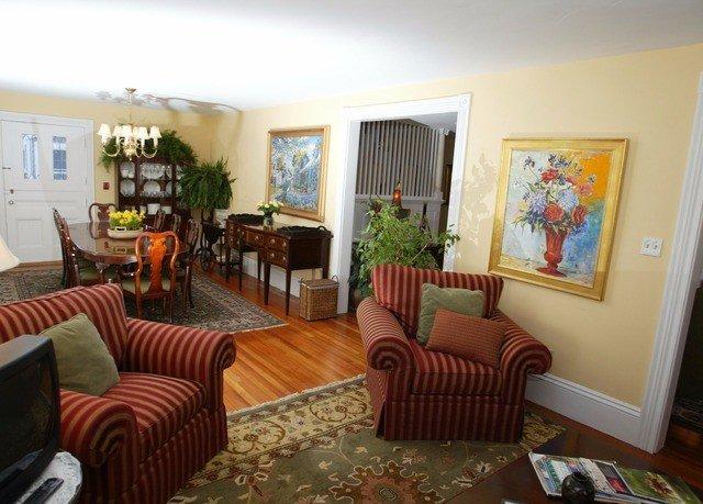 sofa property living room cottage Suite home Resort Villa condominium leather