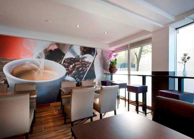 property condominium Resort Suite home living room restaurant Villa tub