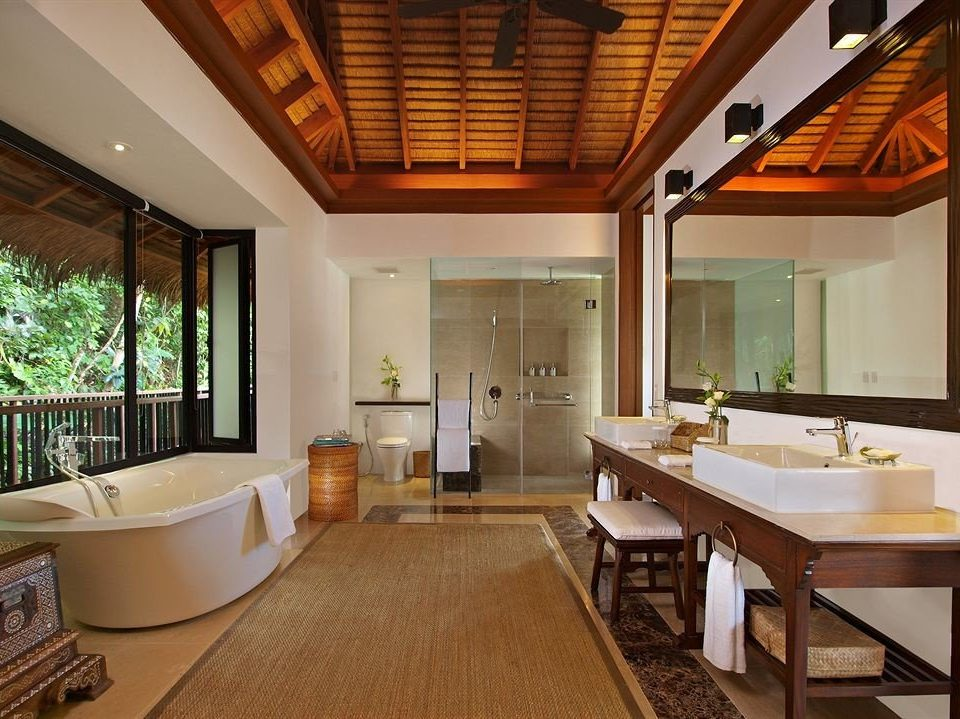 property home hardwood cottage living room farmhouse Villa condominium Suite Resort mansion tub
