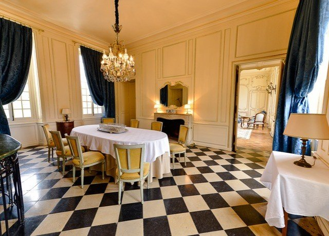 property Suite Resort home Villa condominium cottage living room