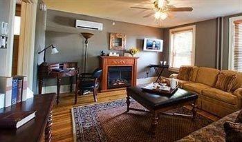property living room cottage condominium Suite home hardwood Villa Resort leather