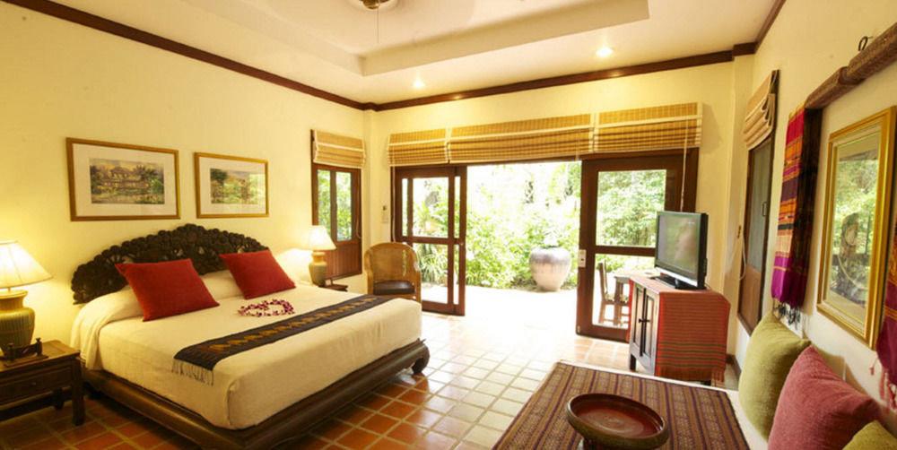 sofa property Resort Suite living room condominium Villa home cottage mansion