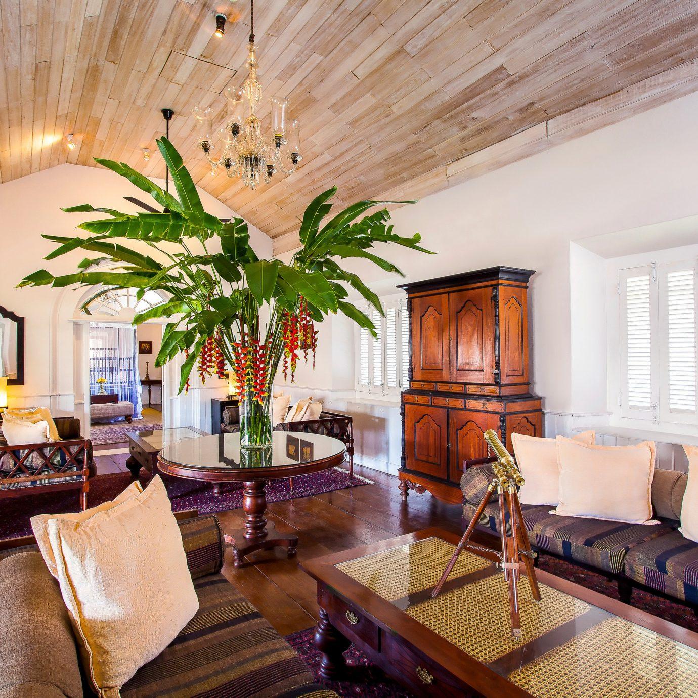sofa property living room home condominium Resort Villa Suite cottage farmhouse mansion flat leather