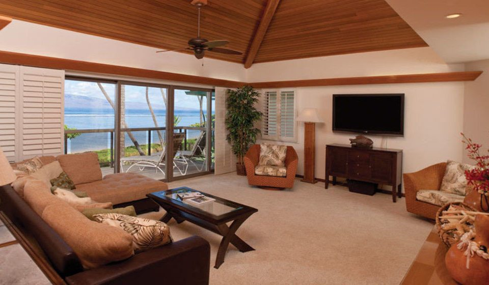 sofa property living room Villa cottage home Suite Resort flat