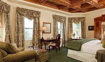 sofa property living room Suite mansion Villa home cottage Resort rug