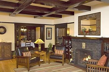 property living room Resort home hardwood cottage Villa farmhouse mansion recreation room Suite dining table