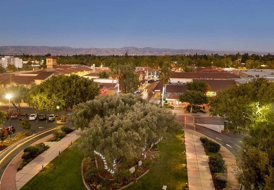 grass sky way property road residential area neighbourhood Town plaza aerial photography suburb Resort town square panorama highway railroad