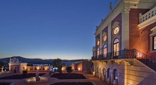 building sky property Town mansion Villa Resort home plaza hacienda government building
