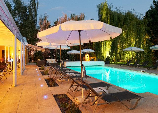 tree leisure umbrella property swimming pool Resort Villa backyard yurt accessory blue