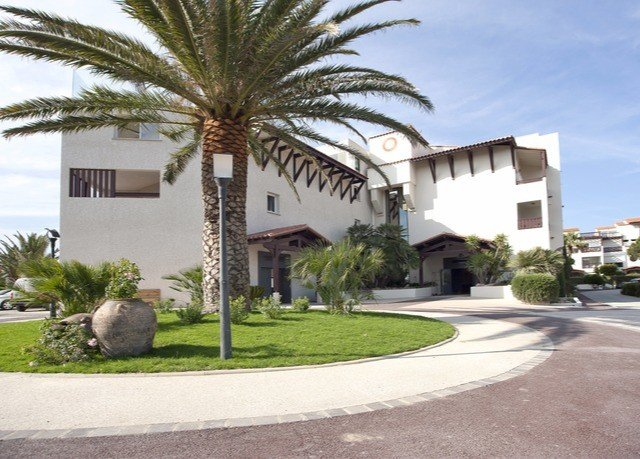sky road grass tree property plant house condominium Resort home Villa residential area arecales residential hacienda plaza mansion palm