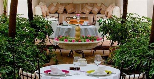 Resort plant floristry restaurant backyard hacienda Villa flower buffet cottage arranged dining table