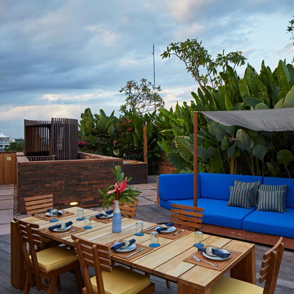 tree sky property Resort house swimming pool backyard Villa home blue screenshot cottage condominium
