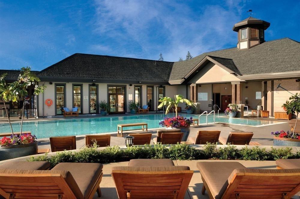 house building property wooden Resort swimming pool home Villa backyard condominium cottage
