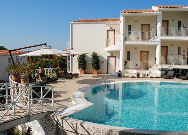sky building property swimming pool condominium Villa Resort home backyard mansion