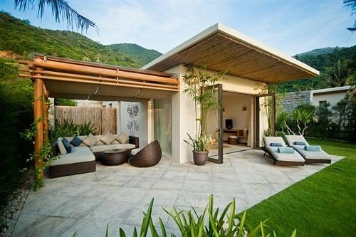 grass sky building property house Villa home Resort cottage backyard outdoor structure eco hotel hacienda stone