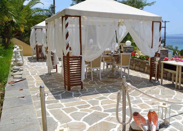 sky tree ground property tent Resort outdoor structure Villa cottage canopy pavilion gazebo restaurant backyard