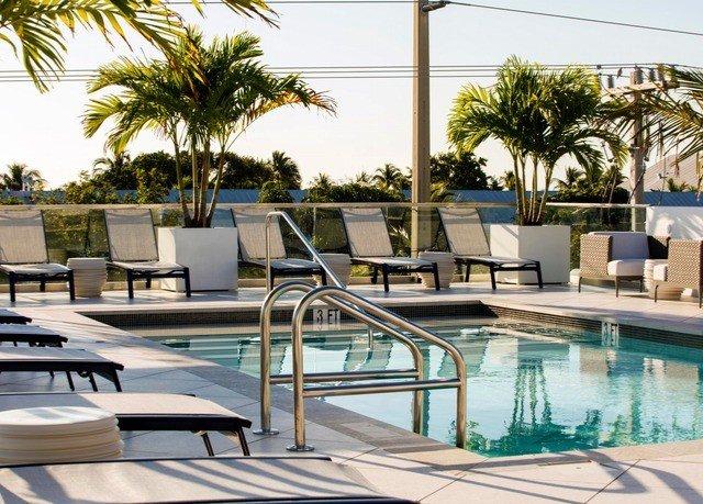 sky tree chair swimming pool condominium leisure property Resort Villa palm home backyard mansion lined day