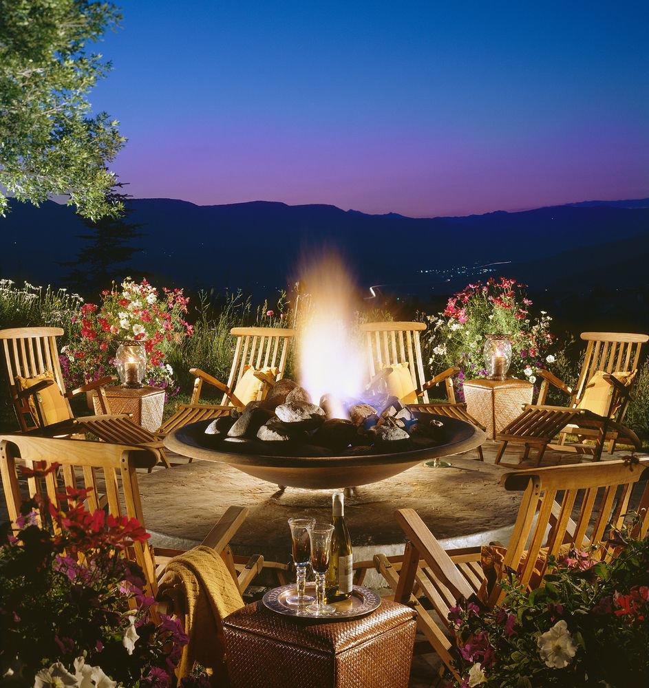 tree landscape lighting backyard home Resort Villa mansion hacienda set colorful surrounded