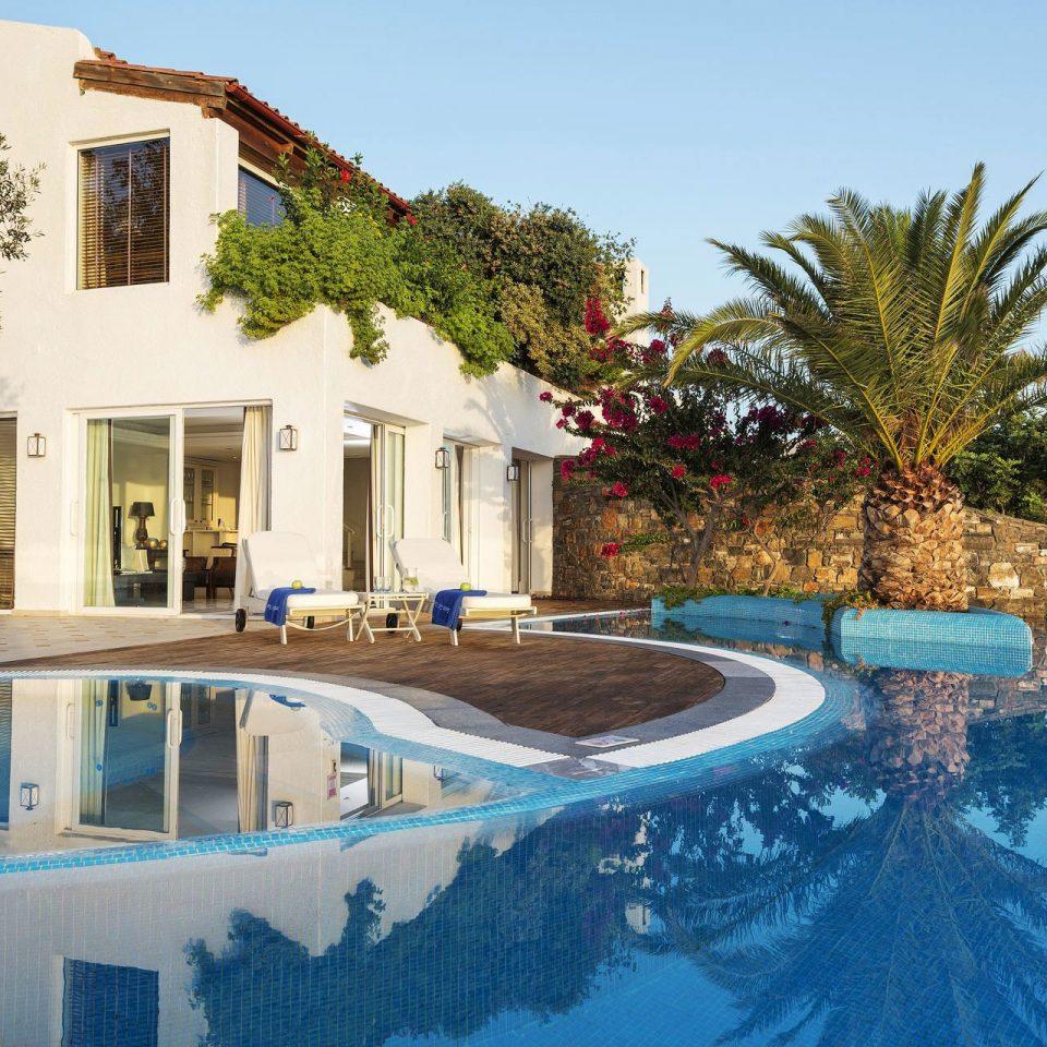 tree swimming pool property house home Resort Villa mansion backyard condominium plant
